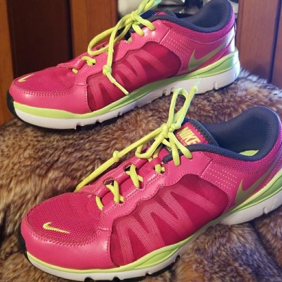 906f27039769f Womens AthleticsWomen s Nike Flex Contact Running